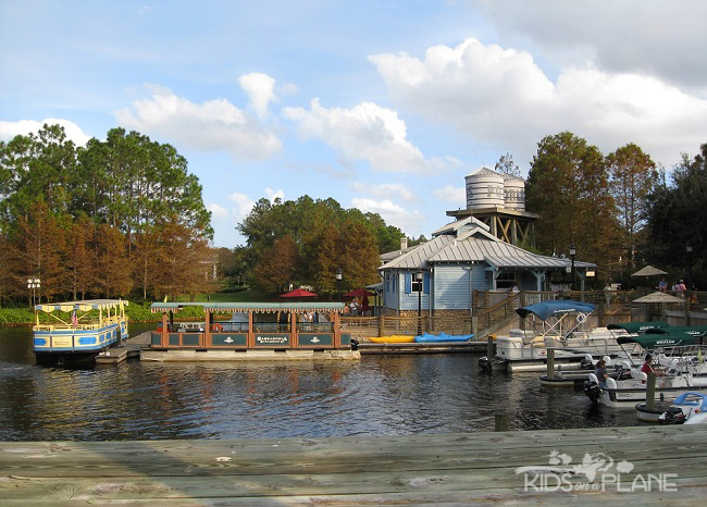 Port Orleans Riverside Resort Review Boat Dock | KidsOnAPlane.com #disneyworld #familytravel #hotel