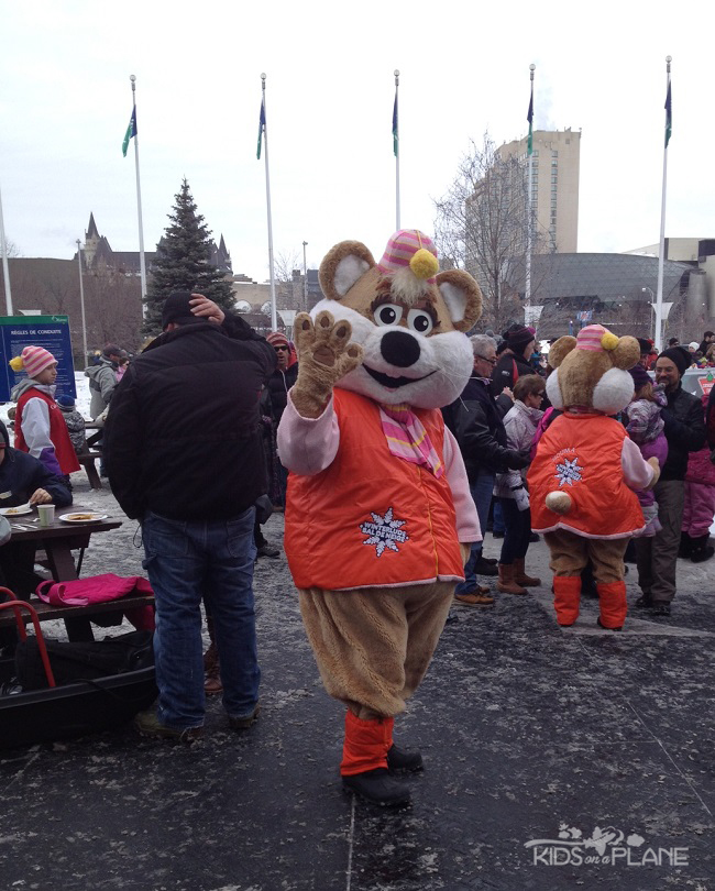 Winterlude Tips Ice Hog | KidsOnAPlane.com #familytravel #traveltips #Ottawa